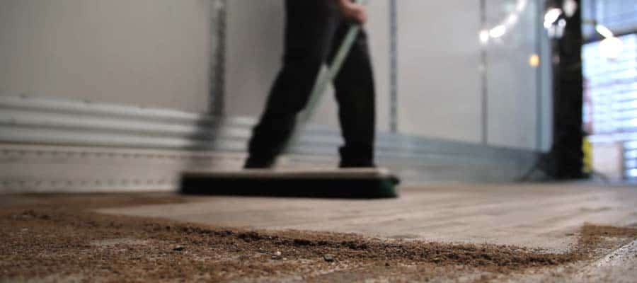 Dry floors with dust or powder