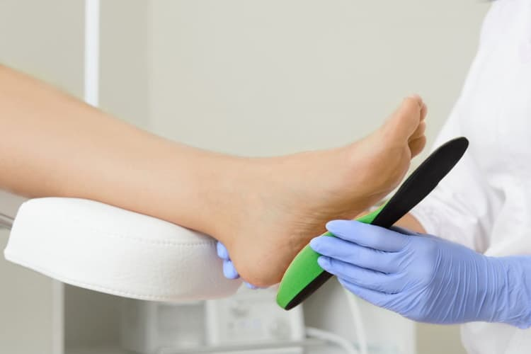 Fitting-orthotic-insoles