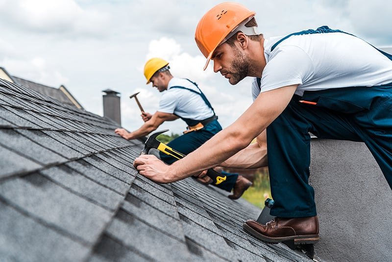 Do Roofers Have to Wear Hard Hats